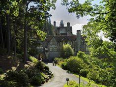 <Cragside House har en trädgård på 1000 hektar med fem sjöar, sju miljoner planterade träd och är en av Europas största klippträdgårdar.</span>