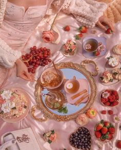 Aesthetic Food, Pink Aesthetic, Tara Milk Tea, Honey Sticks, Images Esthétiques, Picnic Date, Princess Aesthetic, Cute Food, Aesthetic Pictures