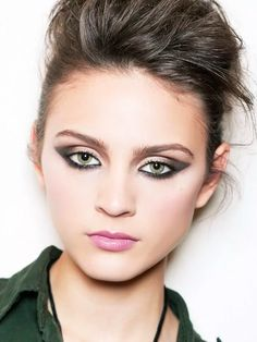 #EyeMakeupGlitter Eye Makeup Glitter, Blue Eye Makeup, Makeup For Brown Eyes, Everyday Makeup Tutorials, Korean Makeup Tutorials, Korean Eye Makeup, Asian Makeup, Beauty Makeup, Hair Makeup