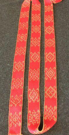brettchenweben-sulawesi-eric1 Band von Silvia Aisling in 2 Techniken Tablet Weaving Patterns, Weaving Designs, Weaving Projects, Inkle Weaving, Inkle Loom, Needlework, Modern, Bands, Wool