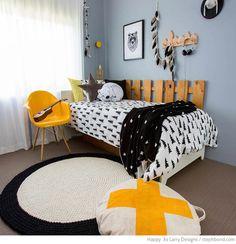 Bondville: Black, white and yellow boy's bedroom - 9 years