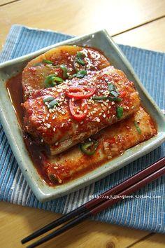 맛있는 밥도둑, 매콤한 갈치조림 K Food, Food Menu, Good Food, Yummy Food, Korean Dishes, Korean Food, Korean Traditional Food, Korean Kitchen, Asian Recipes