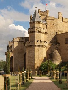 Olite Castle is located in the town of Olite, Navarra, Spain Beautiful Castles, Beautiful Buildings, Beautiful Places, Chateau Medieval, Medieval Castle, Castle Ruins, Castle House, Places To Travel, Places To See