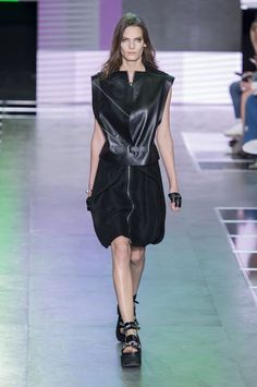 Louis Vuitton Spring 2016 Ready-to-Wear Collection  - ELLE.com