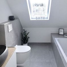 Bathroom on the upper floor with skylight - Bathroom Decor Ideas Skylight Bathroom, Bathroom Spa, Grey Bathrooms, Modern Bathroom, Small Bathroom Storage, Bathroom Styling, Bad Inspiration, Bathroom Inspiration, Concrete Look Tile
