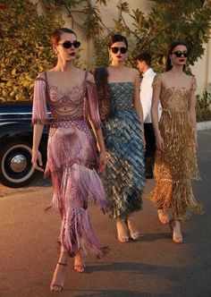 Find and save images from the Couture collection by Le Cirque des Rêves. (a_modern_quaintrelle) on We Heart It, your everyday app to get lost in what you love. Best Street Style, Cool Street Fashion, Street Styles, Daily Fashion, Fashion Show, Fashion Design, Dress Fashion, Fashion Clothes, 1920s Fashion Dresses