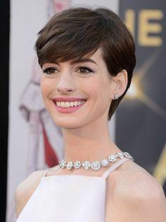 Anne Hathaway This is the perfect short haircut!!!