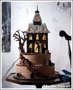 Decorating Ideas Made Easy: Gorgeous Halloween Cake Ideas Chocolat Halloween, Halloween Torte, Pasteles Halloween, Bolo Halloween, Halloween Treats, Haunted Halloween, Halloween Halloween, Halloween Pictures, Halloween Brownies