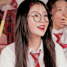 Seulgi, Red Aesthetic, Kpop Aesthetic, Mamamoo, My Girl, Cool Girl, Ulzzang, Red Velvet Irene, Peek A Boos