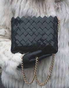 Love it or hate it! Beautiful and fashion clutch bag..#powowchic #bags #fashion #tres #chic #tre #fashion