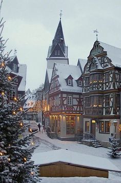 Idstein at Christmas time - Hesse, Germany (by Lutz Koch)