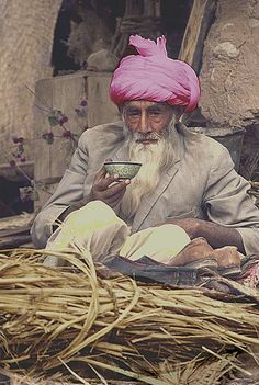 oldafghanistan : Title :The Ubiquitous Afghan Chai Description: An Afghan labourer takes a much deserved Tea Break. Location :Khulm, Northern Afghanistan. Circa :1975