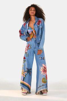 Jaqueta Sonho Na Amazônia Refarm Jeans - Farm Jeans Rosa, All Jeans, Ideias Fashion, Kimono Top, Tops, Women, Style, Bee, Jean Jacket Hoodie