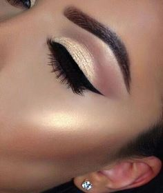 Awesome eye makeup with gold and black 2018 - LadyStyle