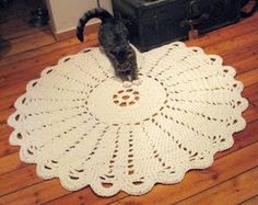 midsummer rose rug free pattern!  can use t-shirt yarn for this!