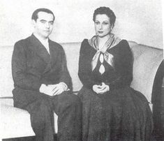 Federico García Lorca y Margarita Xirgu vestida de Yerma. Madrid, 1934. Charles Darwin, The Orator, Casual Looks, Literature, Spanish, Poetry, Writers, Authors, Celebs
