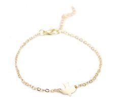 Bracelet tendance automne hiver2017-2018 Charmez-vous d'or en cette saison avec ce bracelet tendance automne hiver 2017-2018!Ce petit bijou fantaisie de créatuer est parfait pour accompagne…