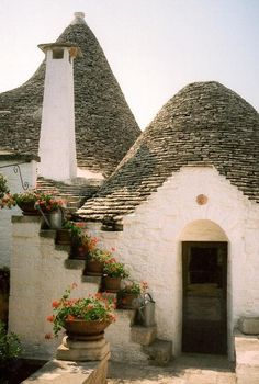 trulli in Puglia, Italia Bari, Oh The Places You'll Go, Places To Visit, Beautiful World, Beautiful Places, Cute Little Houses, Voyage Europe, Italy Travel, Italy Vacation