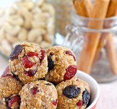 We show you how to make no-bake energy bites from virtually anything. And how to make them healthier, more filling and even tastier with these awesome tips. Healthy Meals For Two, Super Healthy Recipes, Healthy Baking, Healthy Treats, Healthy Foods To Eat, Healthy Desserts, Health Breakfast, Breakfast Energy, Breakfast Snacks