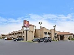 St. George (UT) Clarion Suites United States, North America Stop at Clarion Suites to discover the wonders of St. George (UT). Both business travelers and tourists can enjoy the hotel's facilities and services. All the necessary facilities, including Wi-Fi in public areas, car park, business center, restaurant, newspapers, are at hand. Comfortable guestrooms ensure a good night's sleep with some rooms featuring facilities such as television LCD/plasma screen, air conditioning,...