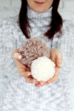 Occupy your time indoors during a snow day with this fluffy teddy bear pom pom DIY project.