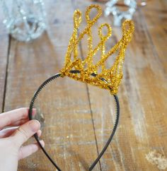 DIY-new-year-crown-headband-pipe-cleaner