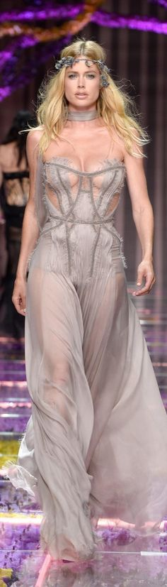 Doutzen Kroes Showed Off Her Cleavage in Gray on the Runway at the Atelier Versace Show in Paris.