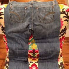"""🎉REDUCED🎉Joe's Jeans soft lightwash denim sz 29 I cannot describe how soft these jeans are! Super comfy! They are in good shape with a little bit of fraying at the hem. 32"""" inseam. Joe's Jeans Jeans"""