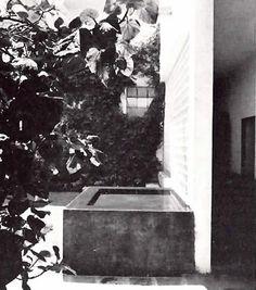 Fuente en el patio, Capilla del Convento de las Capuchinas Tlalpan, México 1960  Arq. Luis Barragán   Foto. Alexandre Georges -  Courtyard fountain, Chapel of the Convent of the Capuchin Tlalpan, Mexico 1960