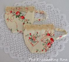 Tutorial: Tea cup fabric coasters Make a tea time coaster – that's shaped like a tea cup! Stephanie from The Enchanting Rose shows how to make these beautiful coasters. Use a dainty floral and add som Fabric Crafts, Sewing Crafts, Sewing Projects, Diy Projects, Tutorial Patchwork, Teacup Crafts, Tea Coaster, Fabric Coasters, Quilted Coasters