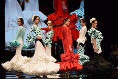 Flamenquis… Tan sólo con el nombre de la colección nos esperábamos una pura declaración amor de la diseñadora Carmen Vega hacia los trajes de flamenc