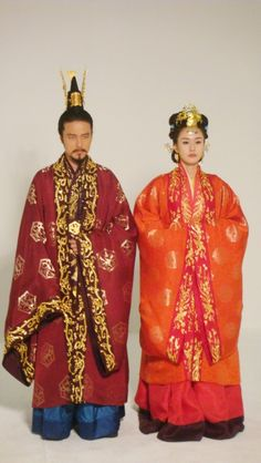 Drama Geunchogo of Baekje. Baekje dynasty king and queen clothes Korean Hanbok, Korean Dress, Korean Outfits, Korean Traditional, Traditional Outfits, Queen Outfit, Asian, Culture, Costumes