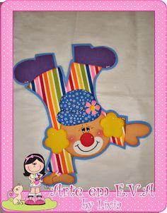 Painel de palhaços para comemorar o Dias das Crianças!!!   Encomenda das meninas do CEI Acalanto!     Esses ficaram bem grandes!         ... Carnival Themes, Party Themes, Sweet Birthday Cake, Ideas Para Fiestas, Foam Crafts, Beautiful Roses, Tweety, Scrapbook, Drawings