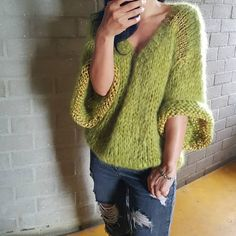 Crochet how to start hooks trendy ideas How To Start Knitting, How To Purl Knit, Knitted Poncho, Knitted Blankets, Crochet Shirt, Knit Crochet, Knitting Designs, Knitting Patterns, Kiro By Kim