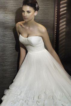 Scalloped Neckline Wedding Gown A Line Court Train