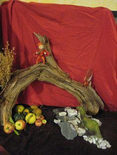 Waldorfish likes: michaelmas table Autumn Crafts, Nature Crafts, Early Childhood Program, Oak Meadow, Nature Table, Autumn Nature, Autumn Activities, Holiday Fun, Seasons