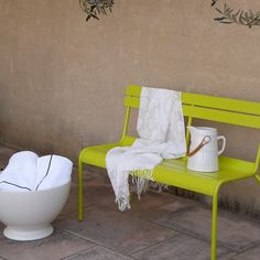 Lime green bench on patio with cream throw and water jug Outdoor Chairs, Outdoor Furniture, Outdoor Decor, Pantone 2017 Colour, Pantone Greenery, Color Of The Year 2017, Neutral, Colorful Garden, Patio