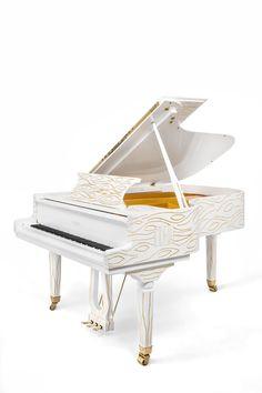 Vue 3/4 du piano Pleyel d'artiste Odalisque.