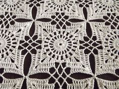 my_crochet_inspiration : PhotoThis Pin was discovered by MagNuvolette Rosa — yarn-over: This post was discovered by Fatma.) your own Posts on Unirazi.Male elementy na Stylowi. Crochet Square Patterns, Crochet Motifs, Crochet Diagram, Crochet Stitches Patterns, Doily Patterns, Crochet Squares, Thread Crochet, Crochet Granny, Crochet Doilies