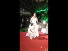 Dança do casal - Casamento Carol e Gigante Leo - YouTube Youtube, Snow White, Couple, Valentines Day Weddings, Youtubers, Youtube Movies