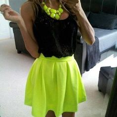 Black and neon yellow outfit <3