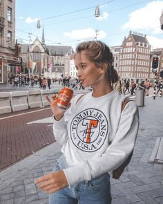 Am I the only one who started drinking sparkling sodas just 2 years ago because it used to always just really hurt my mouth 😂👌🏼 Instagram Photos Ideas, Instagram Pose, Insta Photo Ideas, Mode Outfits, Trendy Outfits, Winter Outfits, Fashion Outfits, Fashion Hacks, 90s Fashion
