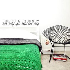 green blanket, Diamond chair by Harry Bertoia Home Design, Interior Design, Interior Ideas, Modern Design, Design Ideas, Home Bedroom, Bedroom Decor, Bedrooms, Sweet Home