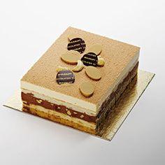 """Bel Ombre - Dacquoise aux amandes grillées, mousse au chocolat """"style confiture de lait"""" et mousse au chocolat Caraïbes avec un craquelin aux noix de cajou."""
