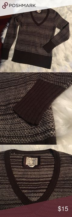 Old Navy Brown V-neck Sweater I have used this sweater a few times and it is still in great condition! This is a warm, comfortable and quality piece !  Thank you for your interest,likes and shares❤️ Happy Poshing🍂🤗 Old Navy Sweaters V-Necks