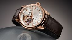 Official Zenith website - El Primero Synopsis - Rose gold watch with silver-toned dial and alligator leather strap. El Primero watch with 3 hands Explorer 1, Fossil Leather Watch, Leather Watch Bands, High End Watches, Fine Watches, Wrist Watches, Swiss Luxury Watches, Luxury Watches For Men, Patek Philippe