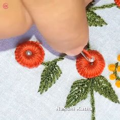 Hand Embroidery Flower Designs, Diy Embroidery Patterns, Hand Embroidery Videos, Embroidery Stitches Tutorial, Embroidery Flowers Pattern, Creative Embroidery, Simple Embroidery, Learn Embroidery, Beaded Embroidery