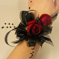 Red Rose Corsage with Black Ribbon and Black Spray Pearls Black Corsage, Red Corsages, Gold Corsage, Prom Corsage And Boutonniere, Flower Corsage, Corsage Wedding, Boutonnieres, Wedding Bouquets, Crosage Prom