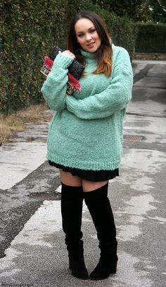 OUTFIT || Un maglione oversize verde menta ~ Stylosophique - Style and Lifestyle Blog di Iris Tinunin