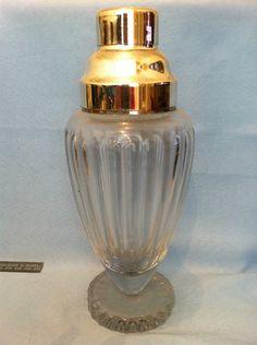 Vintage art-deco cocktail shaker